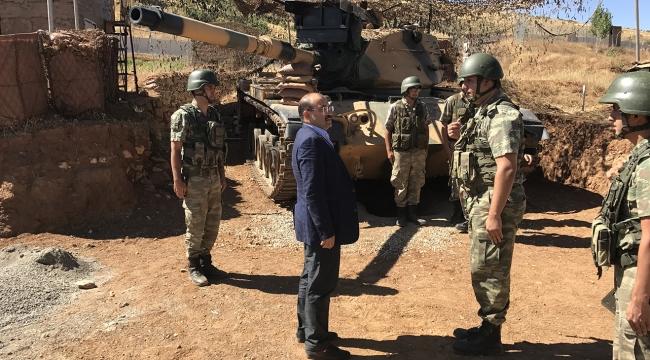 Bitlis Valisinden Mehmetçiğe moral ziyareti