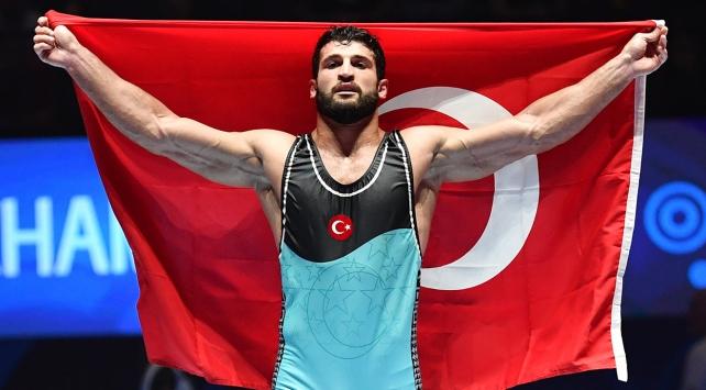 Milli güreşçi Başar Dünya Şampiyonu oldu