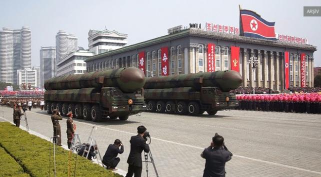 Kuzey Kore yeni füzeleriyle gösteriş yaptı