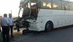Alanyada tur otobüsü ile TIRın çarpışma anı