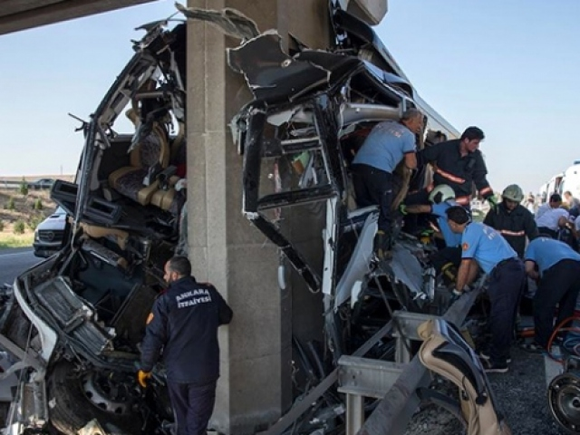 Eskişehir-Ankara karayolunda yolcu otobüsü kazası