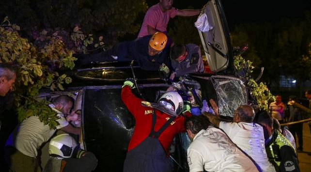 Kontrolden çıkan araç 2 ağaca çarptı: 2 ölü, 1 yaralı