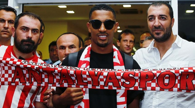 Fransız futbolcu Vainqueur Antalyada