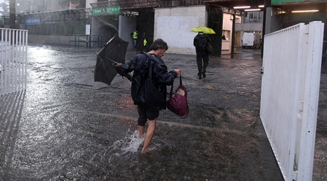 İtalyada aşırı yağış can aldı