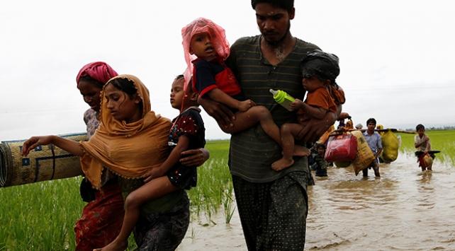 Bangladeşe sığınanların sayısı 370 bine ulaştı