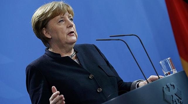 Merkelden Türkiyeye silah satışı açıklaması