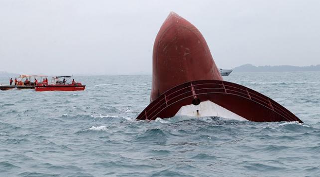 Singapur açıklarında iki gemi çarpıştı: 5 kayıp