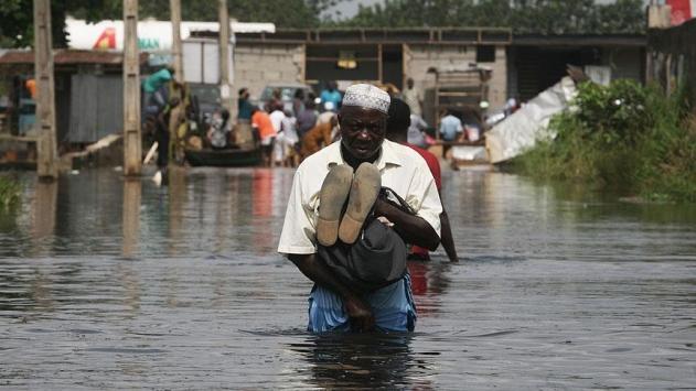 Nijeryada sel 10 bin insanı yerinden etti