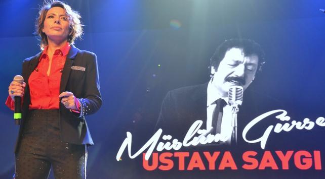 Ünlü sanatçılar Müslüm Gürsese saygı konserinde buluştu