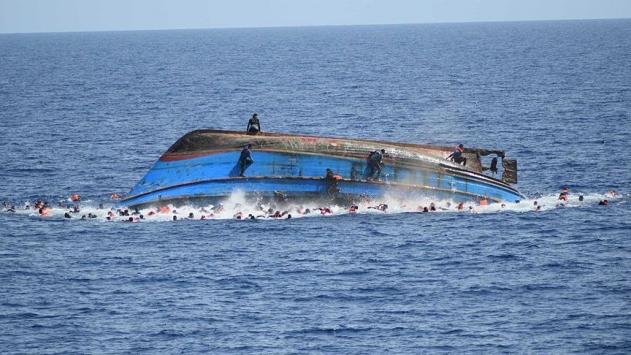 Hindistanda tekne alabora oldu: 19 ölü