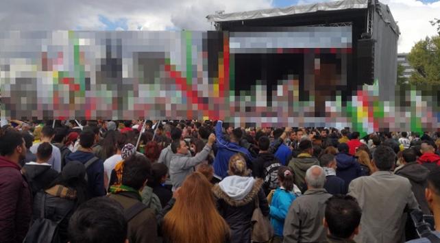 Almanyada skandal terör örgütü gösterisi