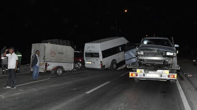 Afyonkarahisarda trafik kazası: 11 yaralı