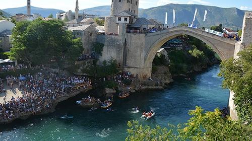 Mostar Köprüsünde nefes kesen yarışma