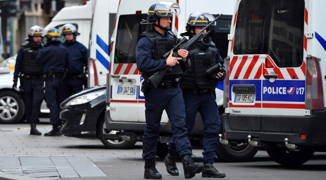 Pariste Charles de Gaule Havalimanında bomba alarmı