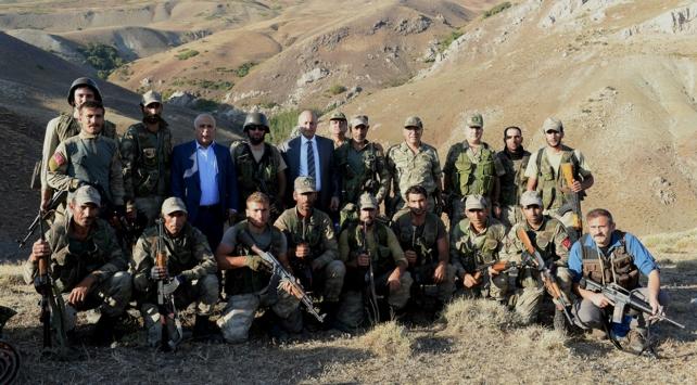 Operasyon bölgesindeki Mehmetçike validen moral ziyareti