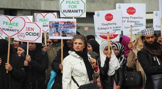 Hollandada Myanmar yönetimi protesto edildi