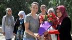 Şemdinlide öğretmenler çiçeklerle karşılandı