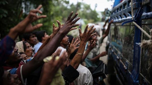 İHH 110 bin Arakanlıya acil yardım ulaştırdı