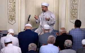 Erbaş, Hacı Bayram Camisinde sabah namazı kıldırdı