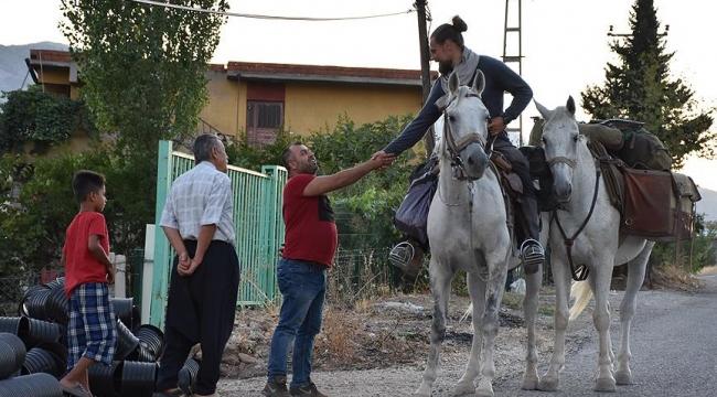Polonyadan Kudüse gitmek için 9 aydır at sırtında