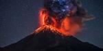 Agung Yanardağından dumanlar yükseliyor