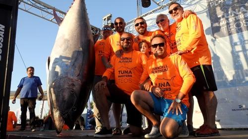 Oltayla 295 kiloluk orkinos yakaladılar