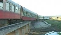 Suriye'de Yolcu Treni Raydan Çıkarak Alev Aldı