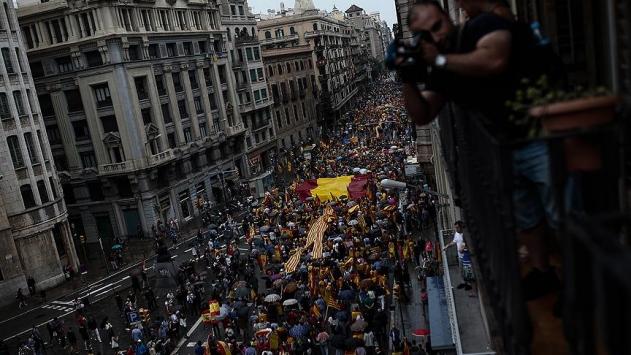 Katalonyada referandum karşıtı gösteri