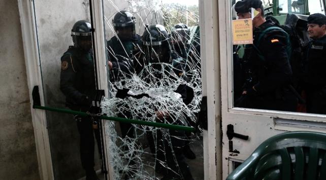 Katalonyada bağımsızlık referandumuna polis müdahalesi