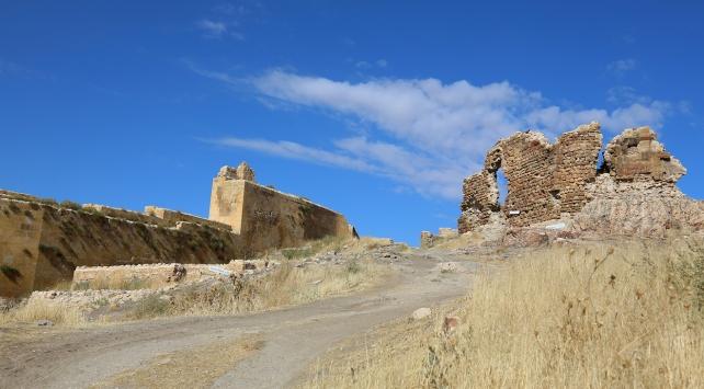 Türkiyenin en büyük üçüncü kalesi restore ediliyor