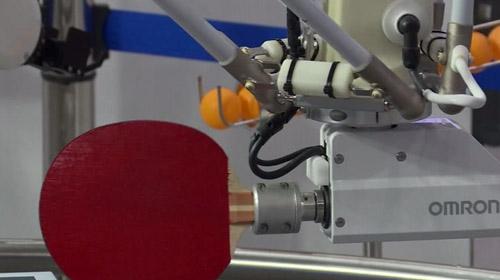 Pinpon oynayan robot görücüye çıktı