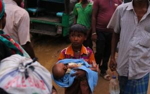 Arakanlı Müslümanlar Myanmardan kaçmaya devam ediyor