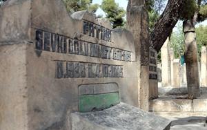 Mezar taşlarına işlenen ilginç figürler