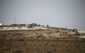 Komando ve zırhlı araçlar sınırda konuşlandırıldı