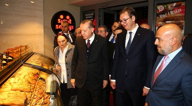 Erdoğan ile Vucic Belgradda Simit Sarayını ziyaret etti
