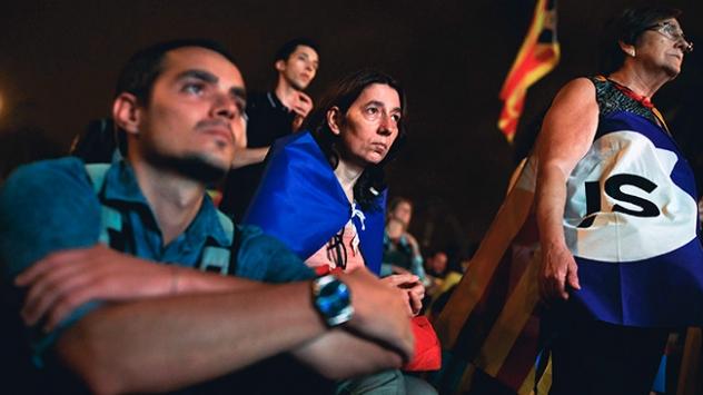 Katalonyada askıya alınan bağımsızlık medyaya damga vurdu