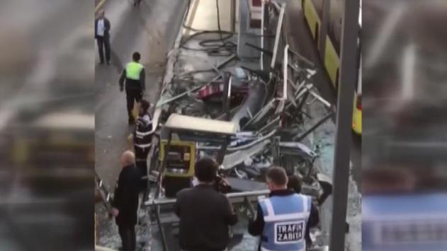 İstanbulda servis aracı metrobüs yoluna girdi