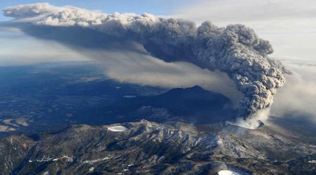 Şinmoedake Yanardağı 6 yıl sonra tekrar uyandı