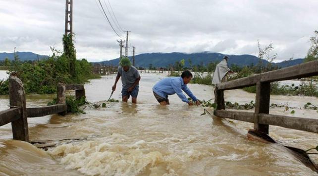 Vietnamda sel ve toprak kaymasında ölü sayısı artıyor