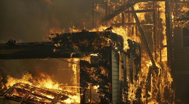 Kaliforniya, tarihinin en büyük yangın felaketiyle boğuşuyor