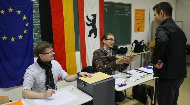 Almanyadaki seçimlerin resmi sonuçları açıklandı