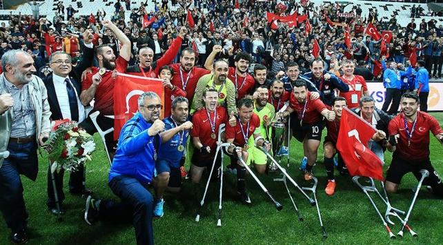 Ankara Büyükşehir Belediyesinden Ampute Milli Futbol Takımına ödül