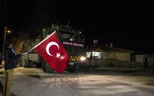 Askeri araç ve konteynerlar sınır bölgesine sevk edildi