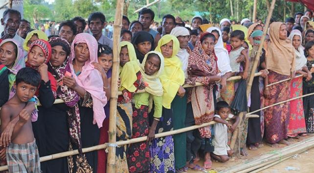 Bangladeşe sığınan Arakanlıların sayısı günden güne artıyor