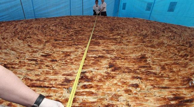 Dünyanın en büyük böreği yapıldı