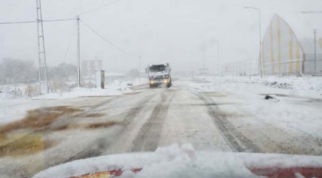 Ardahan-Posof yolunda ulaşıma kar engeli