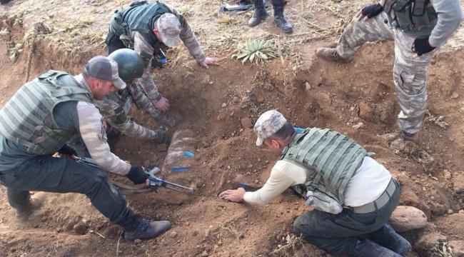 PKKlı teröristlerin sığınağında 150 kilo patlayıcı madde bulundu