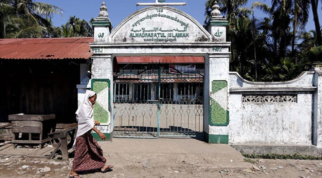 Arakanda fanatik Budistler camilere de saldırdı