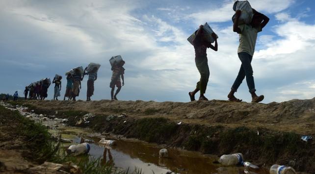 Bangladeşe sığınan Arakanlıların sayısı hızla artıyor