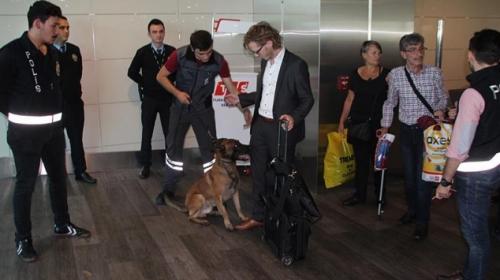 Türkiyeden Avusturyalılara polis köpekli mütekabiliyet